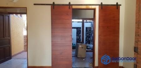 Mẫu cửa gỗ thiết kế độc đáo cho nhà cấp 4