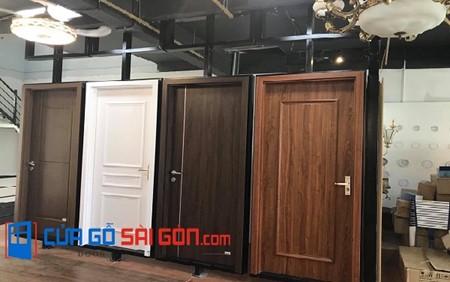 Mẫu cửa nhà tắm trưng bày tại showroom cuagosaigon.com